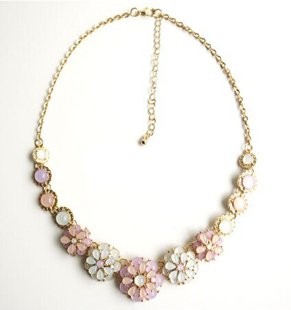 Early-summer-small-pure-and-fresh-the-moonlight-the-cat-s-eye-gem-flower-necklace-Collarbone