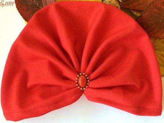 turban rosu cu accesoriu