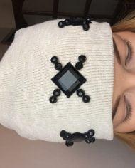 Caciula bej din tricot elastic