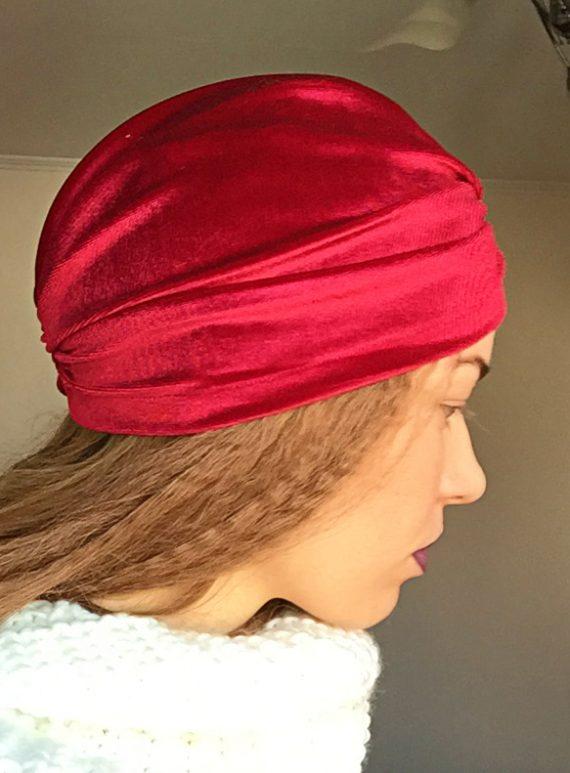 Turban visiniu din catifea elastica