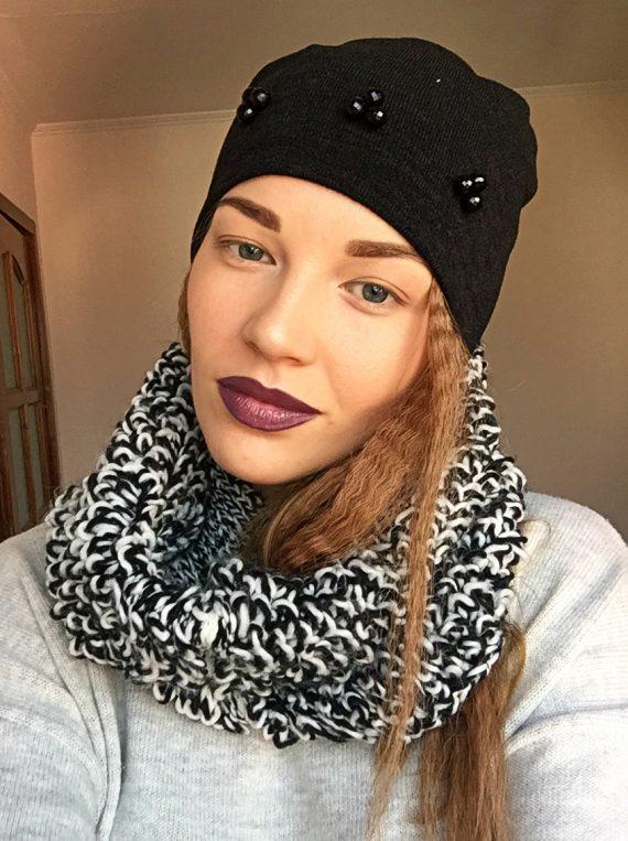 Caciula neagra din tricot elastic