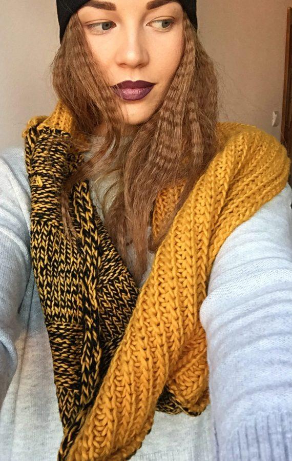 Fular galben din lana tricotat manual