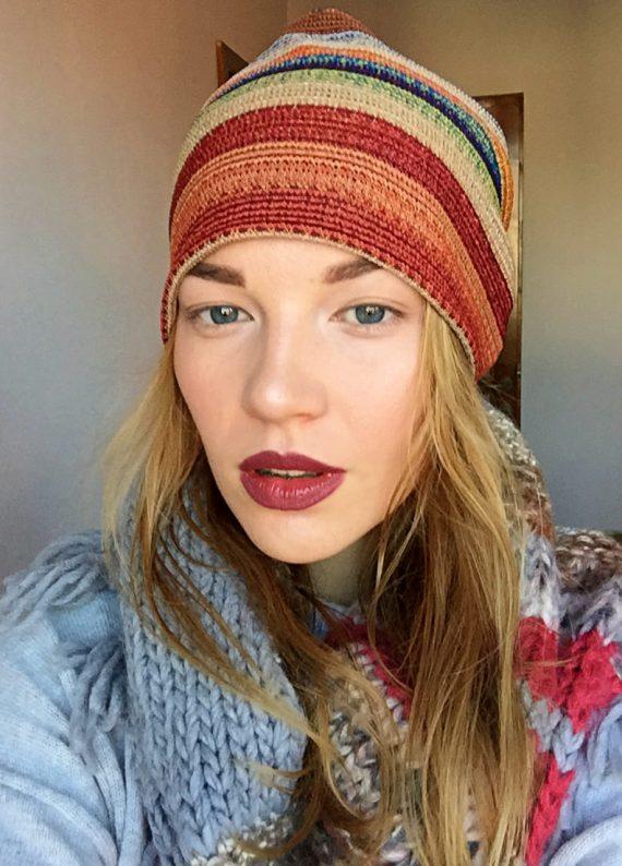 Caciula din tricot cu dungi colorate