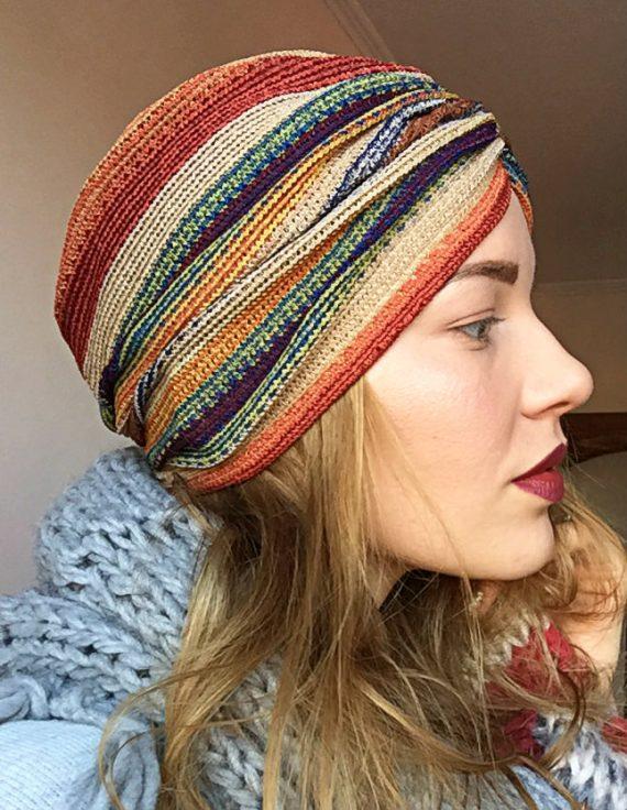 Turban din tricot cu dungi colorate