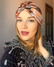 Turban cu flori pastel din angora