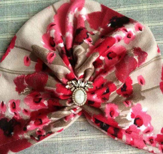 Turban cu flori roz din angora