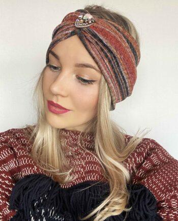 Bentita colorata accesorizata din tricot