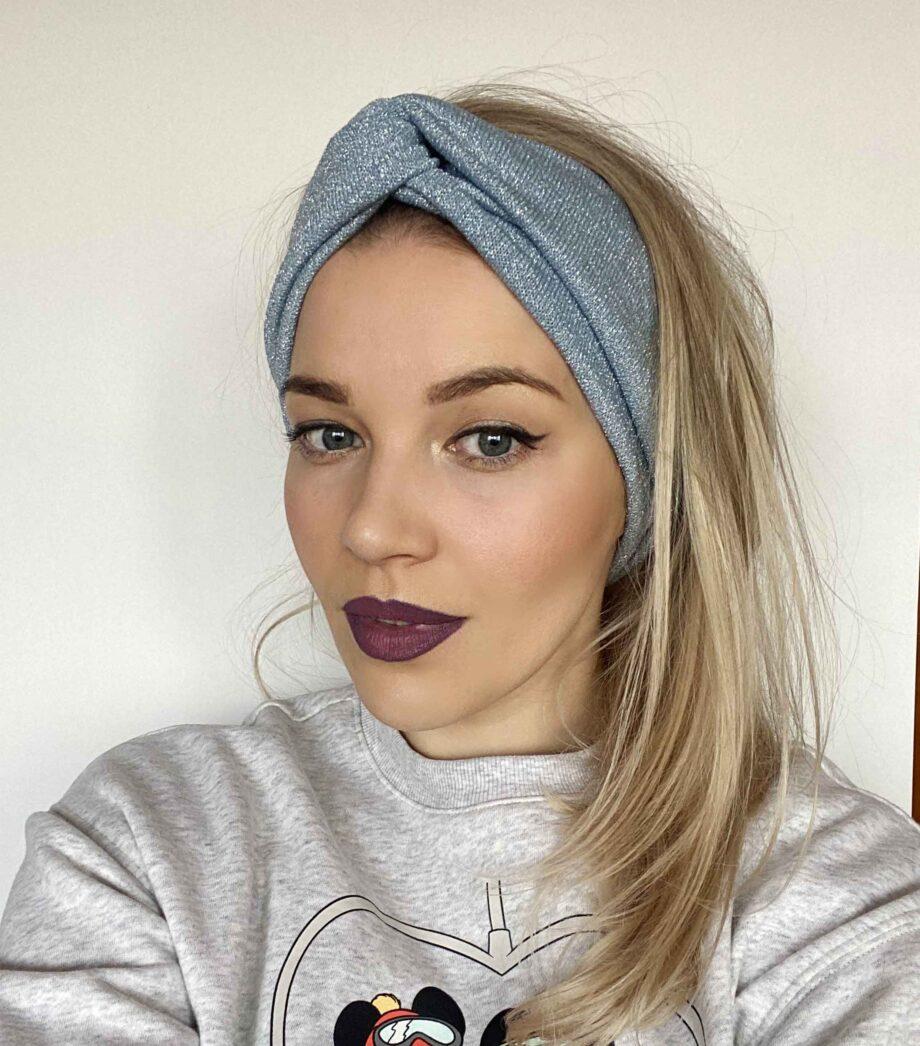 Bentita rasucita argintie-bleu din tricot