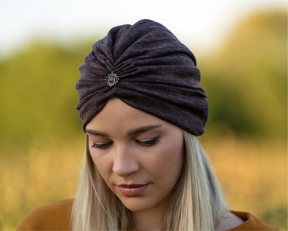 Turban capucino inchis din tricot